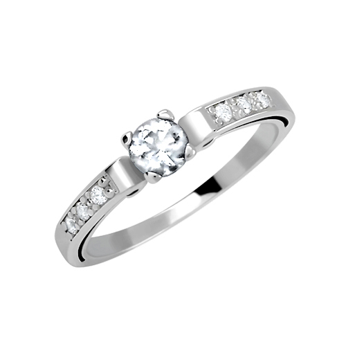 Zásnubní prsten s více zirkony
